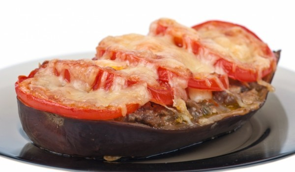 Пълнени патладжани със зеленчуци и сирене