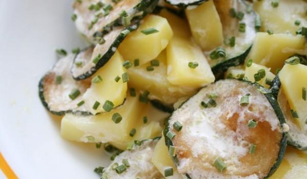 Тиквички и картофи със сметанов сос