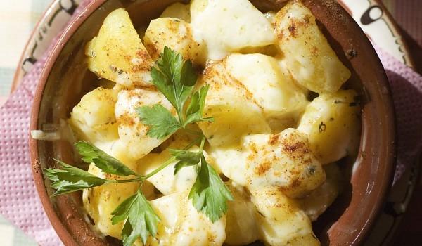 Картофи с четири сирена в гювече