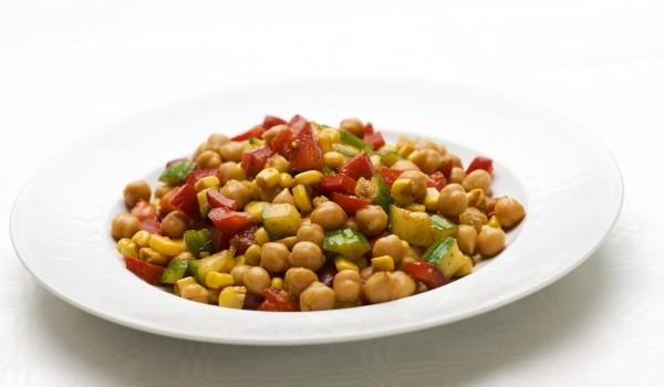 Нахут със зеленчуци