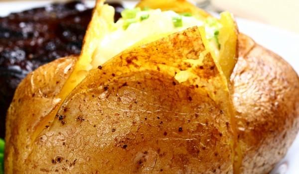 Пълнен картоф със сирена и сметана