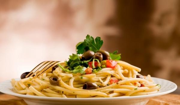 Спагети с печени чушки и кедрови ядки