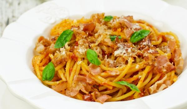 Спагети с доматено-сметанов сос