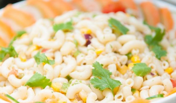 Макарони с праз и царевица
