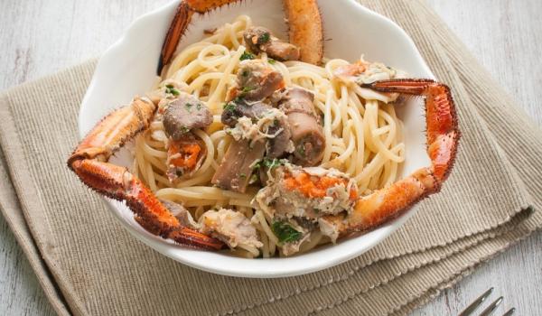 Спагети с раци и гъби