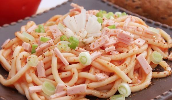 Спагети с с козе сирене и бекон