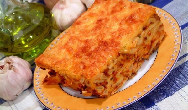 Макарони с маслини и три вида сирене