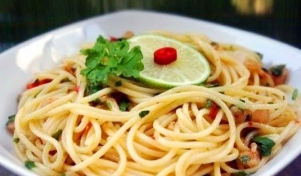 Пикантни спагети със скариди