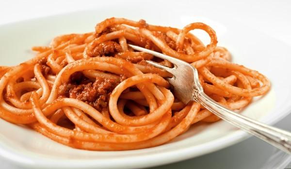 Спагети с рибено-доматен сос