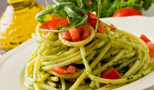 Спагети с рукола и домати
