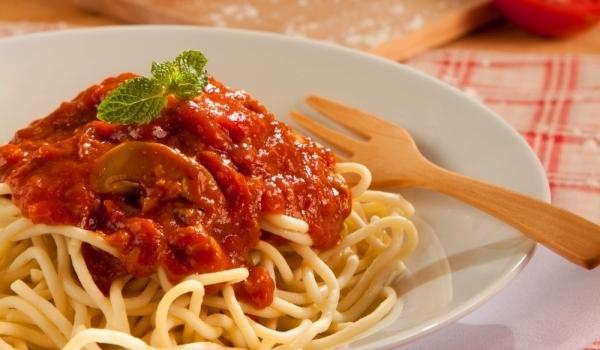 Паста с гъби и доматен сос
