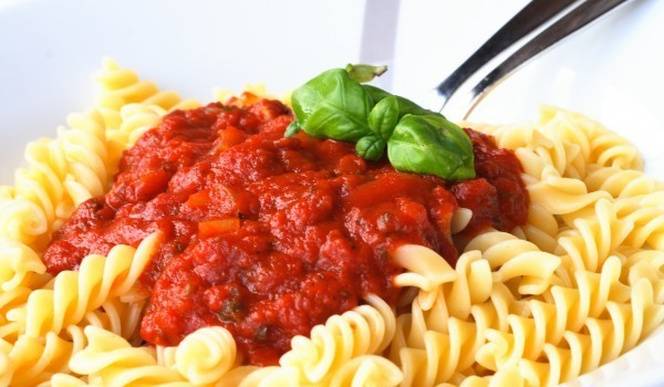 Фузили с доматен сос на фурна