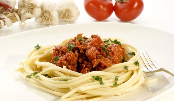 Спагети с телешко и домати