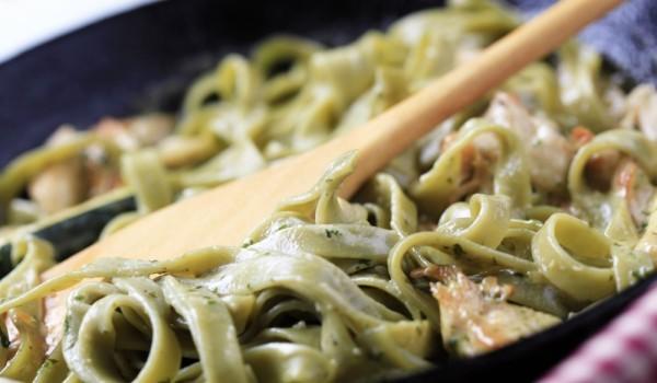 Спагети с месо и бял сос