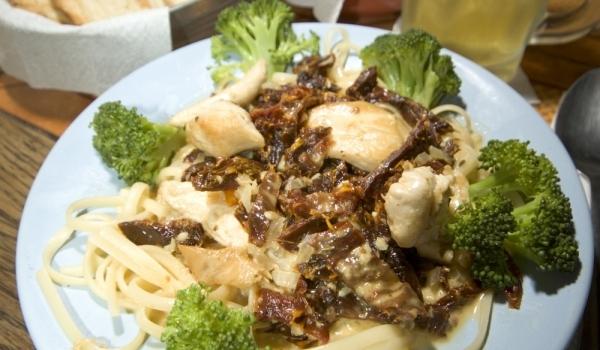 Талиатели с броколи и синьо сирене