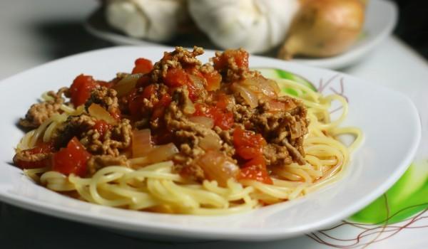 Спагети със соева кайма