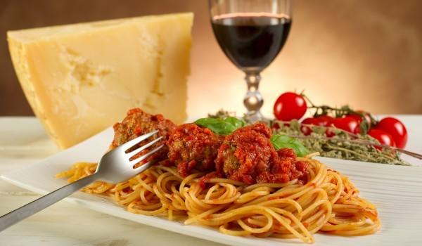 Кюфтенца с канапе от спагети