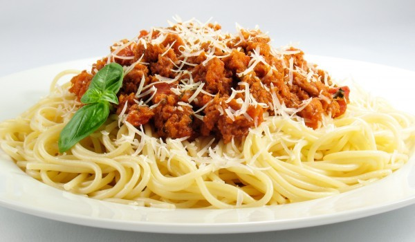 Спагети с кайма и кренвирши