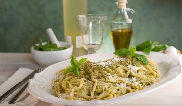 Спагети с песто от зелен грах