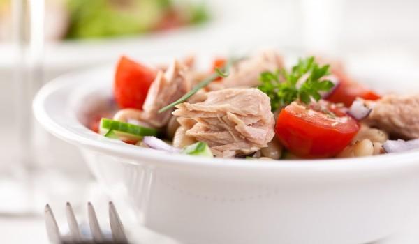 Италианска салата с боб и риба тон