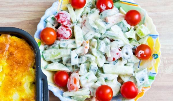 Йогурт салата с краставици