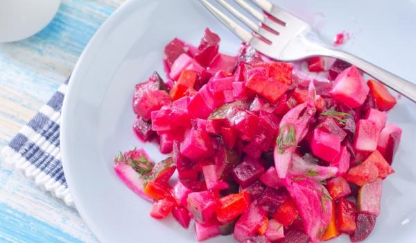 Салата от месо и червено цвекло
