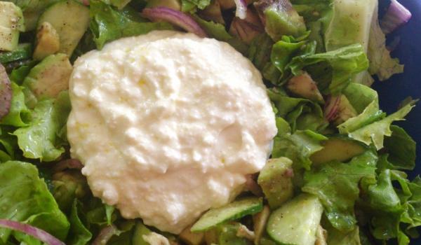 Зелена салата с млечен дресинг