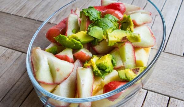 Салата от авокадо и ябълки