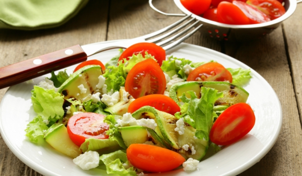 Салата от тиквички и домати