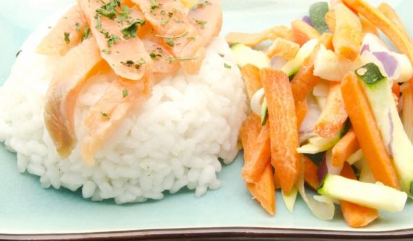 Зеленчукова салата със сьомга