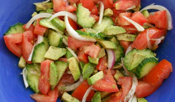 Свежа салата с авокадо