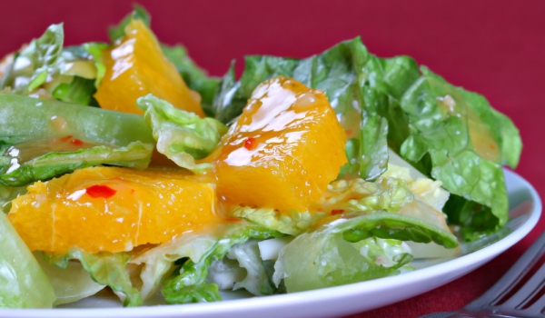 Зелена салата с портокали и сметана