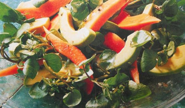 Тропическа салата с лимонов дресинг