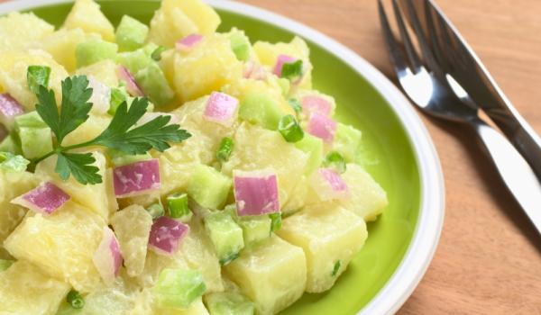 Баварска салата с картофи и краставици