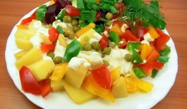 Есенна салата с картофи и грах