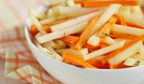 Салата с алабаш, моркови и ябълки