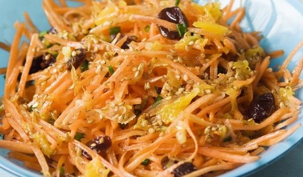 Морковено стафидена салата