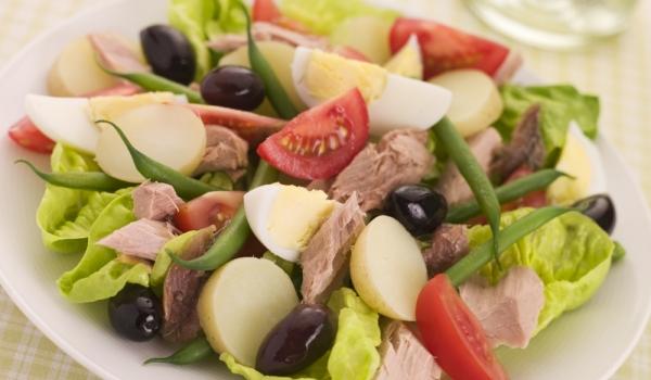 Зеленчуково-рибна салата