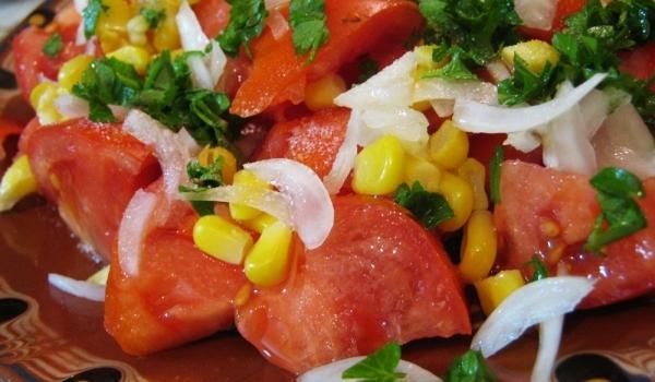 Цветна доматена салатка