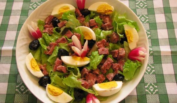 Великденска салата с пушено месо