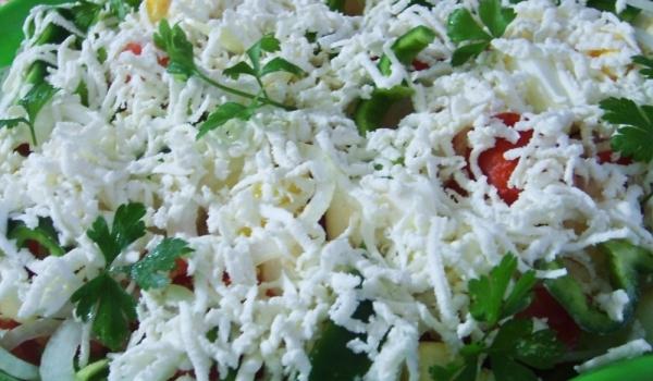 Пъстра салата с яйца