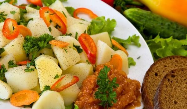 Подлютена картофена салата