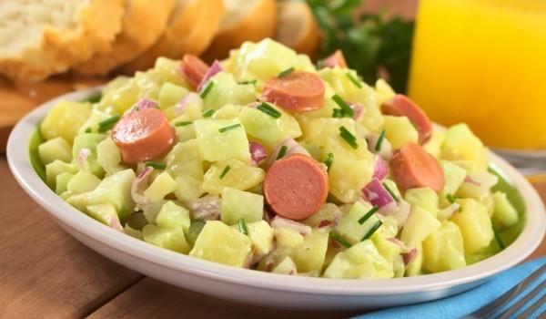Картофена салата с кренвирши