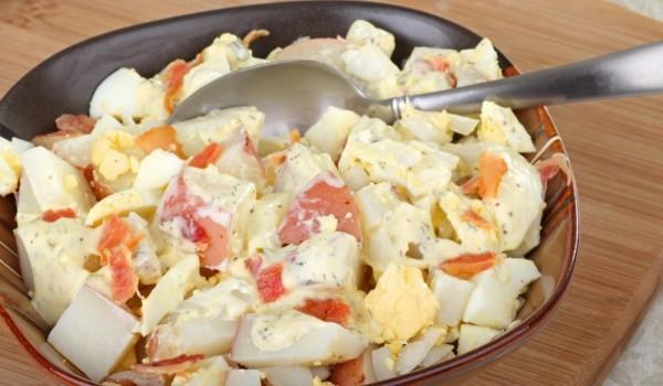 Салата от червени картофи и яйца
