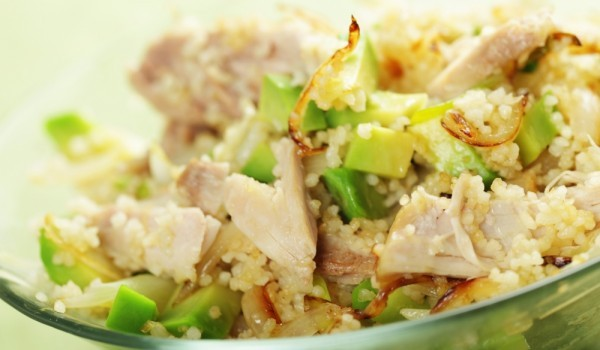 Мароканска салата с пиле и авокадо