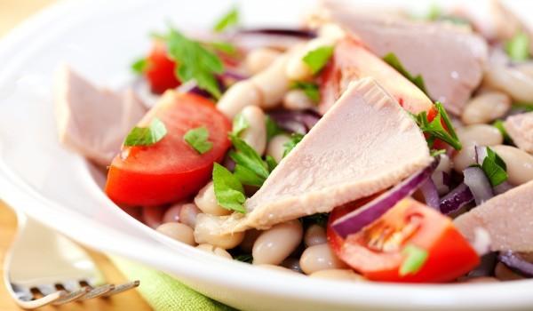 Бобена салата с маринована шунка