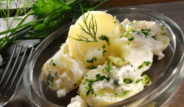 Картофи и свежи краставици
