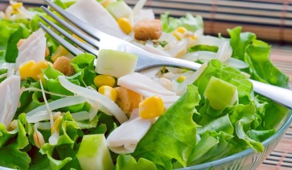 Зелена салата с пилешко филе