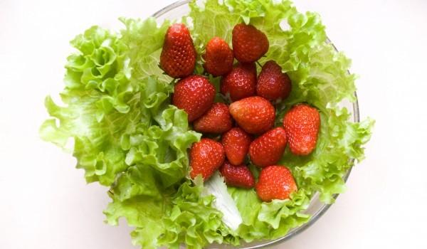 Салата с ягоди и майонеза
