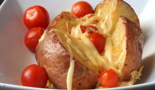 Картофи с кашкавал и домати